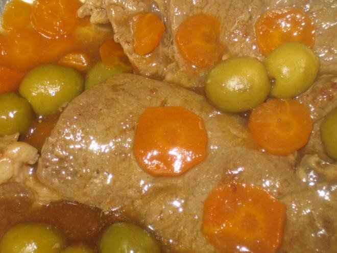Pata de ternera receta con aceitunas for Cocinar filetes de ternera